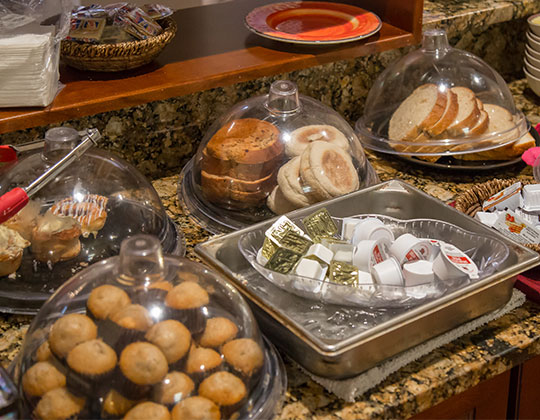 Yummy breakfast buffet items.