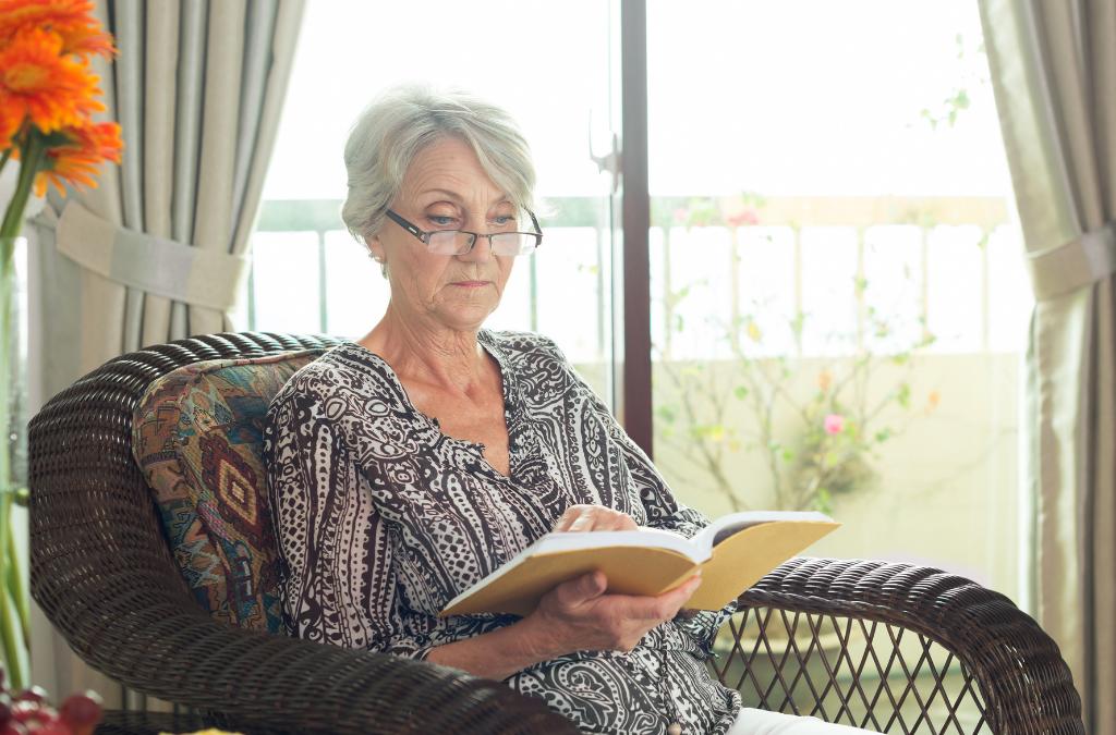 Top Summer Reading Picks for Seniors